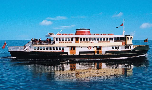 want to enjoy a Boat Cruises in melbourne on Yarra River